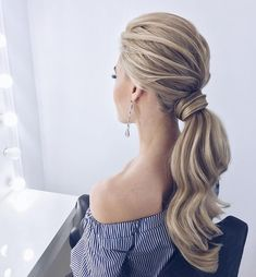 this low wrapped ponytail hairstyle would look great on brides + bridesmaids #weddinghair #ponytails #wedding #hairstyles #ponytail #weddinghairstyles