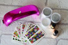 Lampa do manicure hybrydowego :)  http://www.minimalistka.pl/2016/07/ksiazka-na-lipiec-zacznij-od-dzis.html