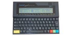 Amstrad Notepad NC 100 Leicht zu bedienender Computer mit sofort verfügbaren eingebauten Programmen.CPU/Takt: Zilog Z80; 6 MHzFarben/Auflösung: 2/480x64Preis: 310 DM