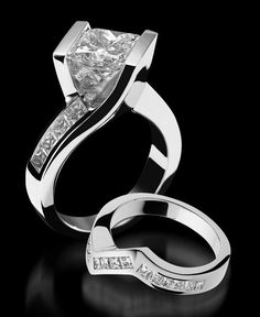 Intrigue Engagement Ring - Princess Cut // my mom's john atencio ring is a stunna but i don't think i could handle something this modern Chanel lipstick Giveaway Princess Cut Rings, Princess Cut Engagement Rings, Princess Cut Diamonds, Diamond Engagement Rings, Halo Engagement, Modern Jewelry, Fine Jewelry, 4 Diamonds, Schmuck Design