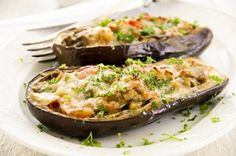Berenjenas Rellenas de Verduras y Queso. Te enseñamos a cocinar recetas fáciles cómo la receta de Berenjenas Rellenas de Verduras y Queso. y muchas otras recetas de cocina..