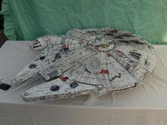 Millennium Falcon Model, Nave Star Wars, Sf Movies, Box Building, Sci Fi Models, Star Wars Models, Star Wars Ships, Movie Props, Studio