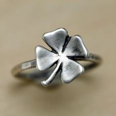 Four Leaf Clover sterling silver ring.Etsy wins, as always Real Gold Jewelry, Metal Jewelry, Jewelry Rings, Jewelry Accessories, Women Jewelry, Clover Ring, Four Leaf Clover, Finger, Sterling Silver Rings