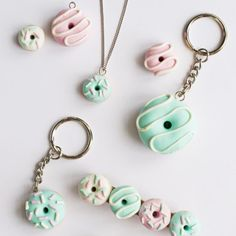 DIY Polymer Clay DonutsIf you've always wanted to try crafting with polymer clay, these polymer clay donuts are easy to make. Find the tutorial for the DIY Polymer Clay Donuts from Hungry Heart here. Anything That Touches Unbaked Polymer Clay. Diy Fimo, Crea Fimo, Cute Polymer Clay, Cute Clay, Polymer Clay Miniatures, Fimo Clay, Polymer Clay Projects, Polymer Clay Charms, Polymer Clay Creations