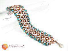 TEAL AND COPPER Ecco il bracciale terminato! Teal and copper, un bellissimo abbinamento che viene suggerito per questo autunno/inverno!  Il progetto è di ellad2.  #raffaelladeangeli #prodottounico #fattoamano #artigianatoartistico #artigianiitaliani #madeinitaly #gioiellifattiamano #gioielli #bijoux #bracciale #gioiellidaviaggio #handmade #jewelry #artjewelry #accessory #woman #bracelet #italianbeauty #tealandcopper #handmadejewelry Handmade Jewelry, Beaded Bracelets, Fashion, Artists, Moda, Fashion Styles, Pearl Bracelets, Fashion Illustrations, Handmade Jewellery