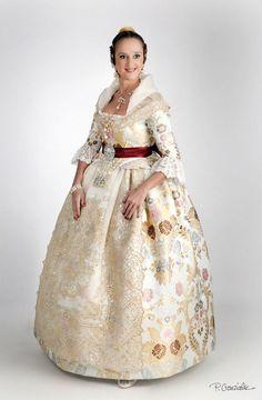 prensa Folk Fashion, Ethnic Fashion, Traditional Fashion, Traditional Outfits, Edwardian Fashion, Vintage Fashion, Folk Costume, Costumes, Historical Women