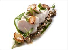 Acquerello - L'art de dresser et présenter une assiette comme un chef de la gastronomie... > http://visionsgourmandes.com Et bientôt le livre que vous pouvez déjà pré-acheter... > http://visionsgourmandes.com/?page_id=7611 . Partagez cette photo... ...et adhérez à notre page Facebook... > http://www.facebook.com/VisionsGourmandes . #gastronomie #gastronomy #chef #presentation #presenter #decorer #plating #recette #food #dressage #assiette #artculinaire #culinaryart #design #culinaire