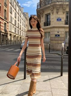 I love style in Paris! Here I'm wearing a style striped outfit by Samsoe & Samsoe, with Jonak boots and a Staud leather Bissett bucket bag! 70s Fashion, Fashion Ideas, Womens Fashion, French Girl Style, 70s Style, Parisian Chic, Capsule Wardrobe, Casual Chic, Bucket Bag
