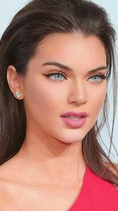 35 Simple Winter Makeup Ideas for Beginners - # Beginners # for . - 35 simple winter makeup ideas for beginners - Most Beautiful Faces, Stunning Eyes, Gorgeous Eyes, Pretty Eyes, Beautiful Beautiful, Gorgeous Makeup, Beautiful Clothes, Gorgeous Women, Winter Make-up