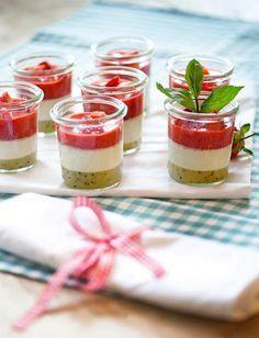 #Kiwi-#Erdbeer-Panna Cotta