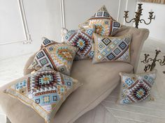 Hand Embroidery Patterns Flowers, Hand Embroidery Videos, Folk Embroidery, Cross Stitch Embroidery, Cross Stitch Designs, Cross Stitch Patterns, Blackwork, Cross Stitch Cushion, Palestinian Embroidery
