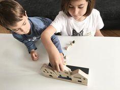 Fomentar el juego de nuestros hijos y participar en él son dos de nuestras prioridades, como padres y como creadores de ChinPum. Y es que creemos en una educación donde el juego y el aprendizaje van de la mano y donde los más pequeños s...