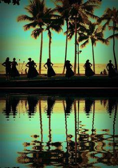 Hula dancers Waikiki