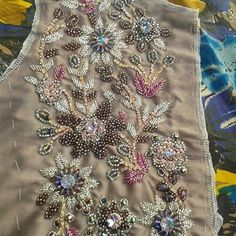 Bead Embroidery Patterns, Hand Work Embroidery, Hand Embroidery Designs, Embroidery Applique, Beaded Embroidery, Couture Embellishment, Tambour Beading, Embroidery Fashion, Embroidery Techniques