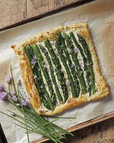 View top-quality stock photos of Asparagus Pastry Tart With Fresh Chive. Find premium, high-resolution stock photography at Getty Images. Brunch Recipes, Baby Food Recipes, Healthy Recipes, Healthy Food, Quiches, Asparagus Tart, Recipe Organization, Fresh Chives, Empanadas