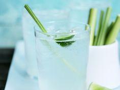Limettendrink mit Zitronengras - smarter - Zeit: 15 Min. | eatsmarter.de