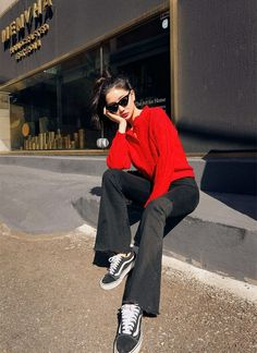 Korean Girl Fashion, Ulzzang Fashion, Korean Street Fashion, Kpop Fashion Outfits, Korean Outfits, Asian Fashion, Womens Fashion, How To Pose, Fashion Lookbook