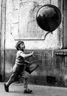 Pascal Lamorisse as Pascal - le petit garçon in 'The Red Balloon', 1956. Written and directed by Albert Lamorisse.