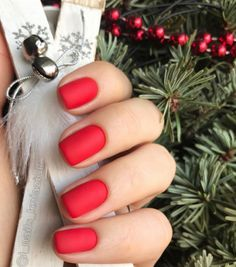 Nail art Christmas - the festive spirit on the nails. Over 70 creative ideas and tutorials - My Nails Red Matte Nails, Red Nail Art, Red Manicure, Red Art, Red Christmas Nails, Holiday Nails, Christmas Colors, Winter Christmas, Cute Nails