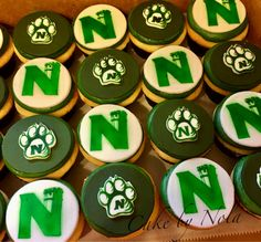 Northwest Missouri State University cupcakes...#cakedecorating #cupcakestagram #cupcaketoppers #fondanttoppers #cupcakedecorating #oabaab #northwestmissouristateuniversity #bearcatnation #Bearcatsconnect #graduationcupcakes