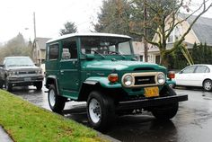 OLD PARKED CARS.: 1977 Toyota Land Cruiser FJ40 2 Door Hardtop.