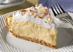 Watch this video to learn how to make an Easy Coconut Cream Pie with just five ingredients! Prep time for this Easy Coconut Cream Pie is only 15 minutes. Cream Pie Recipes, Easy Cheesecake Recipes, Key Lime Pie, Toasted Coconut, Coconut Cream, Shredded Coconut, Tartelette Chocolat Caramel, Fun Desserts, Dessert Recipes