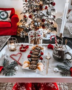 Having a Christmas party is a great way to make a festive spirit. We've put together a list of the best festive Christmas party ideas to have at home! Christmas Feeling, Noel Christmas, Merry Little Christmas, Winter Christmas, Christmas Cookies, Christmas Ideas, Christmas Porch, Country Christmas, Outdoor Christmas