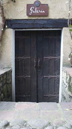 #kabirosbogota #tallerdeforjayfundicion #arte #forja #hierroforjado #art #ironwork #blacksmith #hardware #castboronze #decoracion #herrajes #arquitectura #doors #stairs #rails #chandeliers
