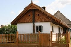 Nyalka - tájház - forrás: gymsmo.hu Shed, Farmhouse, Outdoor Structures, Cabin, House Styles, Tiny Houses, Folk, Home Decor, Clothes