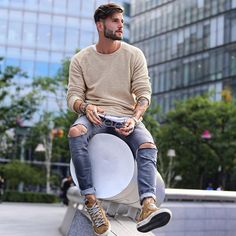 30 Cool Ripped Skinny Jeans Ideas For Men You Should Try Stylish Mens Outfits, Casual Outfits, Men Casual, Casual Styles, Best Poses For Men, Cooler Style, Herren Style, Look Man, Photography Poses For Men