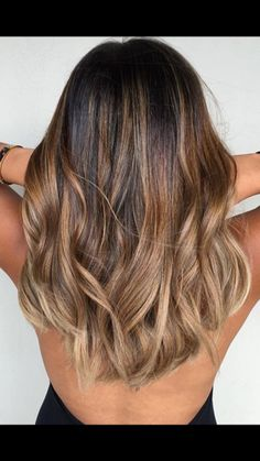 35 Balayage Hair Color Ideas for Brunettes in The French hair coloring technique: Balayage. These 35 balayage hair color ideas for brunettes in 2019 allow to achieve a more natural and modern eff. Brunette Color, Brunette Hair, Ombre Hair Color For Brunettes, Hair Color Ideas For Brunettes For Summer, Medium Hair Styles, Curly Hair Styles, Hair Color Balayage, Brown Balayage, Balayage Long Hair