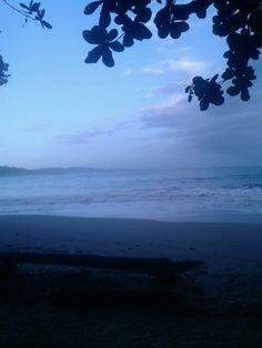 5:30am en playa Punta uva, Limon, Costa Rica