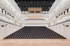 Konzerthalle Brückstr. 21, Dortmund, Nordrhein-Westfalen, Deutschland  Phone  +4923122696200 Das Konzerthaus Dortmund bietet jährlich über 100 eigene Veranstaltungen in den Bereichen Klassik, Jazz, World Music und Pop.  User Tips:  Eine fantastische Akustik, in die man sich einfach fallen lassen kann.Sehr gute Akustik, selbst auf den günstigen Plätzen oben in der GalerieDer Konzertsaal mit 1550 Plätzen im ersten Stock erinnere an eine Muschel, die die Musik wie eine Kostbarkeit hütet, haben…