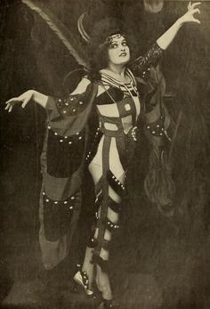26 Vintage Halloween Costume Inspirations You're Going to Love!