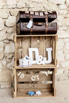 Le mariage de Delphine et Jonathan dans la Drômes | Crédits: Loïc Legros | Donne-moi ta main - Blog mariage -- #urne #mariage #wedding #message #deco #decoration