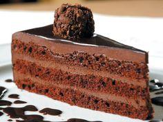 Tenho uma certa dificuldade com a palavra trufa e o termo trufado. Já vi chamarem de trufa: chocolate recheado, chocolate tipo ganache, brigadeiro gourmet