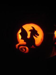 baby dragon jack-o-lantern.  I'm soooo doing this!!  :D