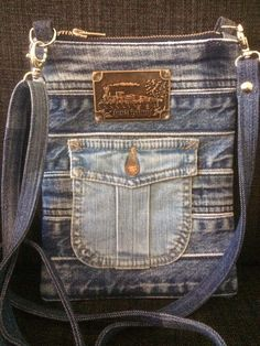 Jean Crafts, Old Jeans, Denim Bag, Disney Diy, Purse Wallet, Blue Denim, Purses And Bags, Sewing, Farmer
