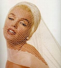 Marilyn Monroe by Bert Stern, 3 day photoshoot for Vogue at Bel Air Hotel on June 1962 - The Last Sitting Marilyn Monroe 1962, Marilyn Monroe Photoshoot, Bert Stern, Hollywood Glamour, Old Hollywood, Classic Hollywood, Hollywood Stars, Hollywood Icons, Divas