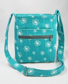 I love everything about this bag! Dog Under My Desk - Patterns, Tutorials and More.