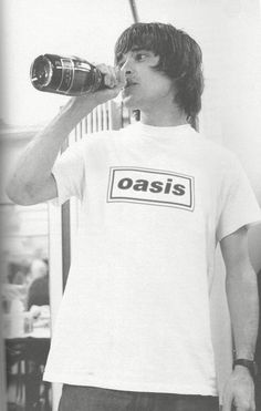 Ian Brown wearing an Oasis t-shirt, brilliant Music X, Indie Music, Music Is Life, Rock Music, Manchester Love, Manchester England, Oasis Band, Liam Gallagher Oasis, Paul Weller