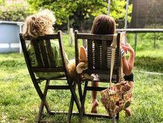 Hast du dich schon einmal gefragt, warum dein Kind so ruhig ist, so wenig Freunde hat oder lieber Bücher liest, anstatt rauszugehen?  In diesem Beitrag erfährst du, wie introvertierte Kinder so ticken, warum und was Ihre Bedürfnisse sind. Viel Spaß beim Lesen! Legitimate Work From Home, Work From Home Jobs, Siblings Day Quotes, Sister Pictures, Children Pictures, Green Photo, Enjoy Summer, Stay At Home Mom, Home Schooling