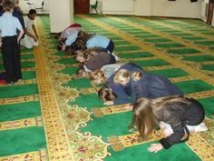 Christian students are forced to go to mosques on school field trips