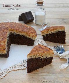 La Dream Cake o torta sogno è un dei dolci tradizionali danesi più conosciuti e più amati. La versione di Knam è favolosa, un dolce davvero strepitoso.