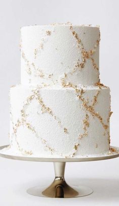 White And Gold Wedding Cake, Pretty Wedding Cakes, Creative Wedding Cakes, Wedding Cake Designs, Cake Wedding, Engagement Cake Design, Engagement Cakes, Foto Pastel, White Birthday Cakes