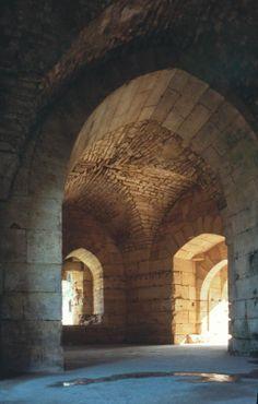 Krak des Chevaliers Castle Ruins, Medieval Castle, Medieval Fantasy, Gothic Architecture, Architecture Details, Krak Des Chevaliers, Inside Castles, Snow Forest, Templer