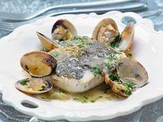CENA DE NOCHEVIEJA.  2º Plato: Receta de lomos de merluza dos cocciones con almejas y tallos de borraja en su salsa