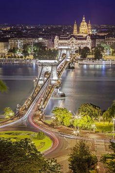 Eine Reisesuchmaschine hat analysiert, wie viel Urlauber in Europa für eine Ferienwohnung im Schnitt zahlen müssen. Je nach Reiseziel kann es Unterschiede von bis zu 240 Euro pro Nacht geben. Die teuersten und günstigsten Länder.