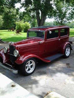 Wilfredo Ortiz saved to American Hot Hot Rod 1932 Fords vintage cars 1950 Ford Pickup, Vintage Cars, Antique Cars, Car Man Cave, Automobile, Classic Hot Rod, 1932 Ford, Ford Classic Cars, Sweet Cars