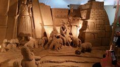 Teil der Sandkrippe in Lignano 2016 Mount Rushmore, Lion Sculpture, Statue, Mountains, Painting, Travel, Art, Art Background, Viajes
